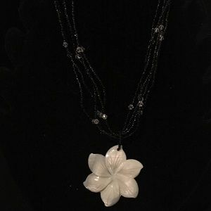 Jewelry - Sea shell flower necklace